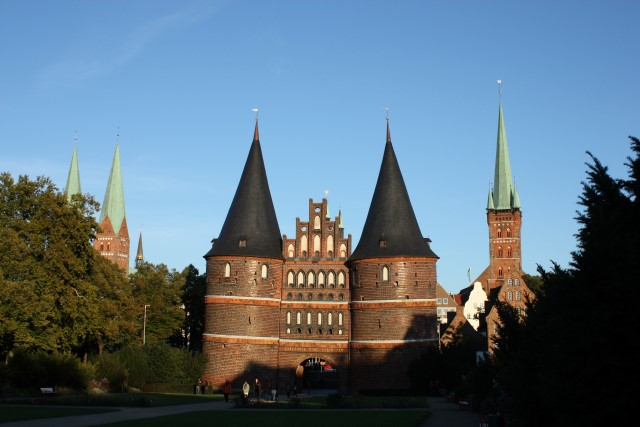 Lubeck-Holstentor 2 (1)